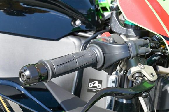 Ninja ZX-10Rはスロットルモーターを作動させるタイプ