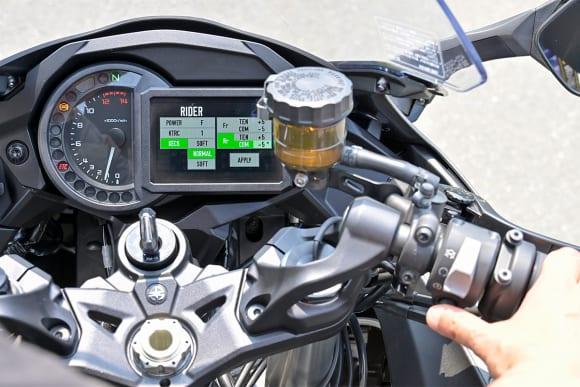 Ninja H2 SX SE+ 右ハンドルスイッチでKECSを操作