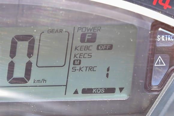 Ninja ZX-10R SEのメーターディスプレイ