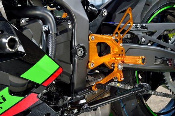 ベビーフェイス Ninja ZX-25Rカスタム車 バックステップ