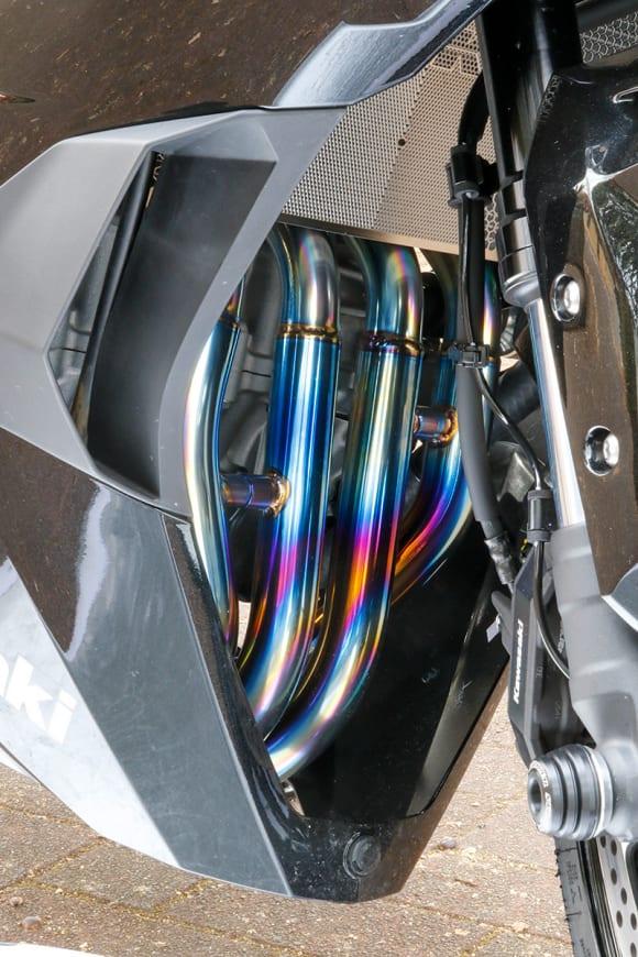 ストライカー Ninja ZX-25Rカスタム車 エキゾーストパイプ