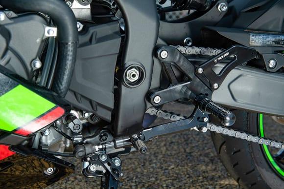 トリックスター Ninja ZX-25Rカスタム車 バックステップ