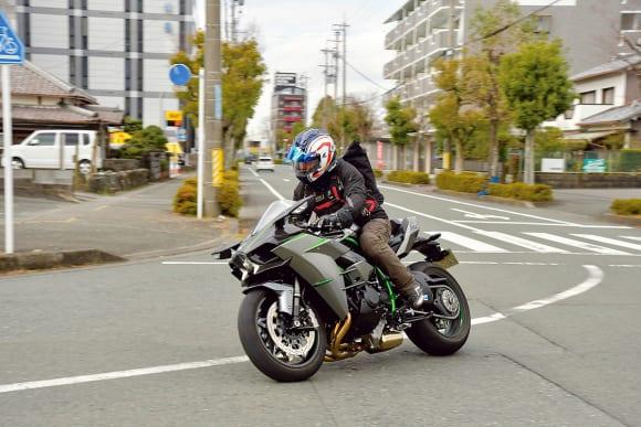 スーパーチャージドエンジン搭載モデル Ninja H2 CARBONインプレッション 市街地