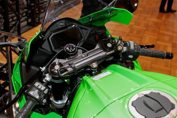 """カワサキワールド モーターサイクル企画展 """"The Champ〜頂点に輝いたマシンたち〜 2021 Ninja ZX-10RR ハンドルまわり"""