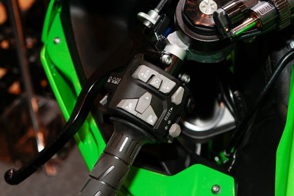 """カワサキワールド モーターサイクル企画展 """"The Champ〜頂点に輝いたマシンたち〜 2021 Ninja ZX-10RR ハンドルスイッチ"""