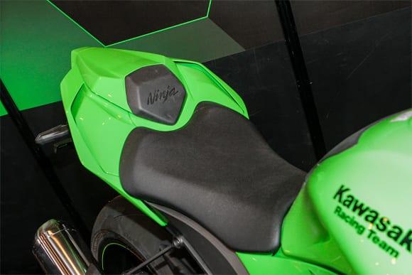 """カワサキワールド モーターサイクル企画展 """"The Champ〜頂点に輝いたマシンたち〜 2021 Ninja ZX-10RR シート"""