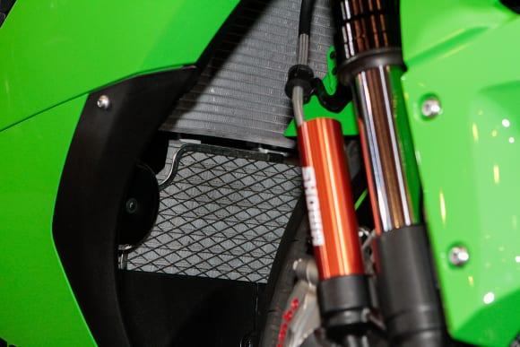 """カワサキワールド モーターサイクル企画展 """"The Champ〜頂点に輝いたマシンたち〜 2021 Ninja ZX-10RR ラジエーター&オイルクーラー"""