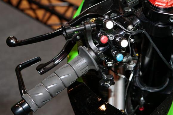 """カワサキワールド モーターサイクル企画展 """"The Champ〜頂点に輝いたマシンたち〜 2020 Ninja ZX-10RR KRT WSBK 左ハンドルスイッチ"""