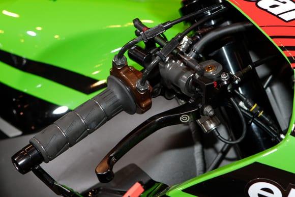 """カワサキワールド モーターサイクル企画展 """"The Champ〜頂点に輝いたマシンたち〜 2020 Ninja ZX-10RR KRT WSBK フロントブレーキ"""