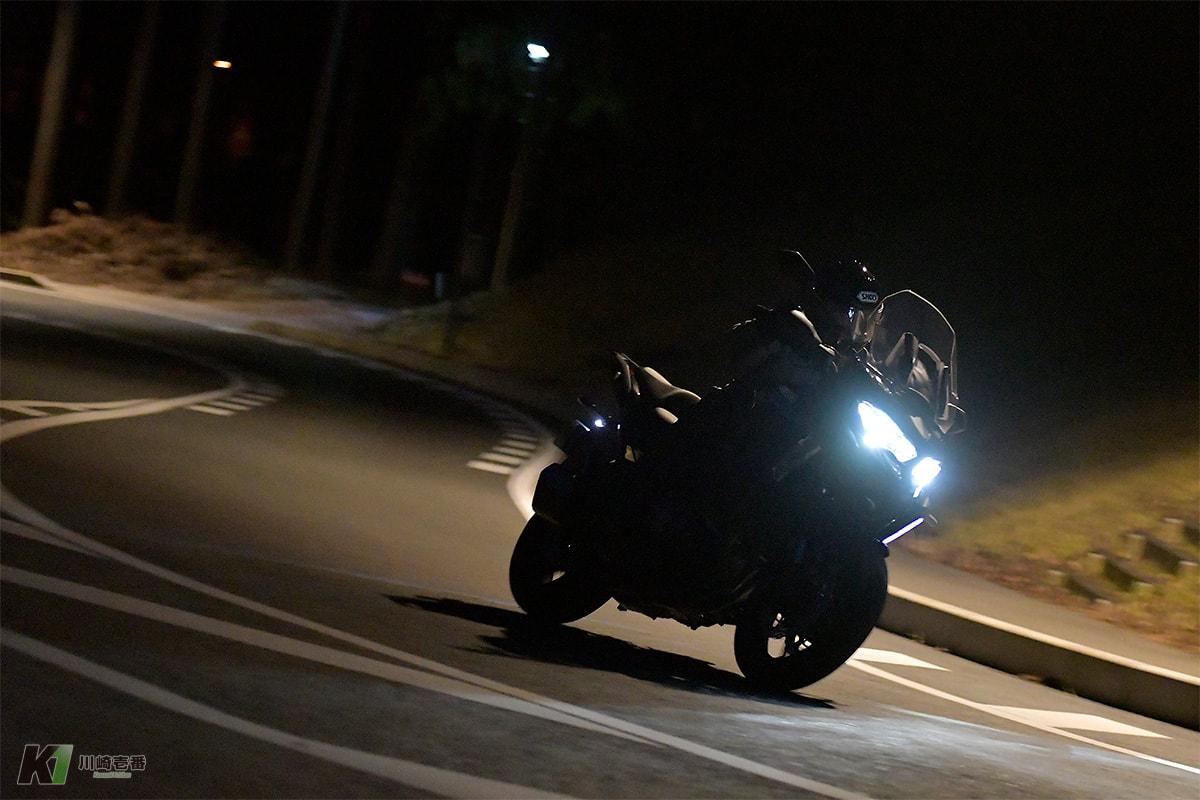 カワサキの大多数が採用するLEDヘッドライトをVERSYS 1000 SEで検証