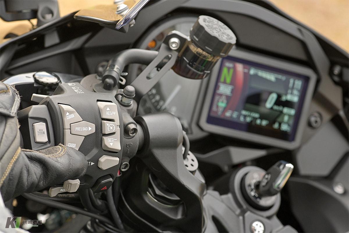 電子制御システムの要、Ninja H2 SX SE+のフルカラーTFT液晶スクリーンをインプレ