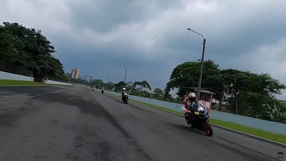 カワサキインドネシアで2022年モデルのNinja ZX-25R新色が初公開
