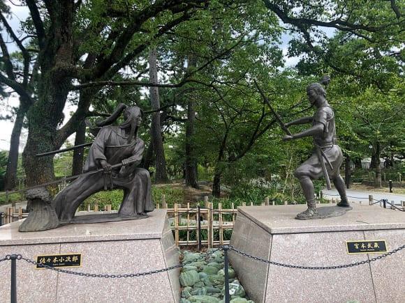 『巌流島の戦い』のモニュメント