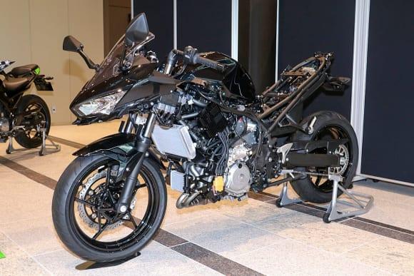 EVと水素エンジンへのカワサキの挑戦 HEV二輪研究車
