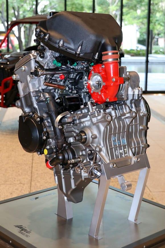EVと水素エンジンへのカワサキの挑戦 ニンジャH2シリーズのエンジンをベースとした直噴エンジン