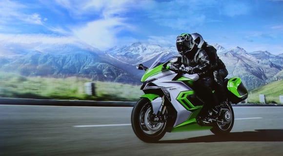 EVと水素エンジンへのカワサキの挑戦 水素エンジンを搭載したモデルのイメージ画像